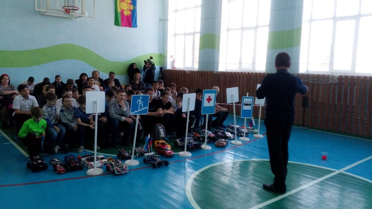Соревнования по фигурному вождению радиоуправляемых автомоделей.